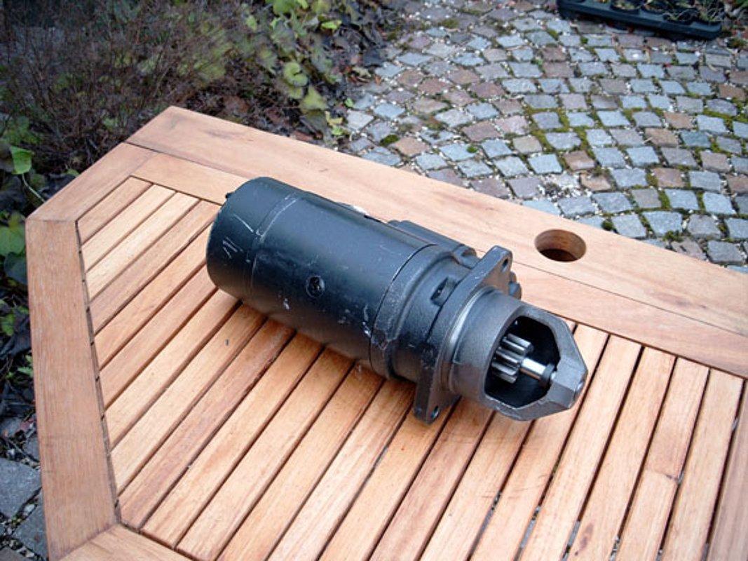 UNIMOG Batteriekasten-Halter für die geteilte Ausführung  U 406//403-416-U417